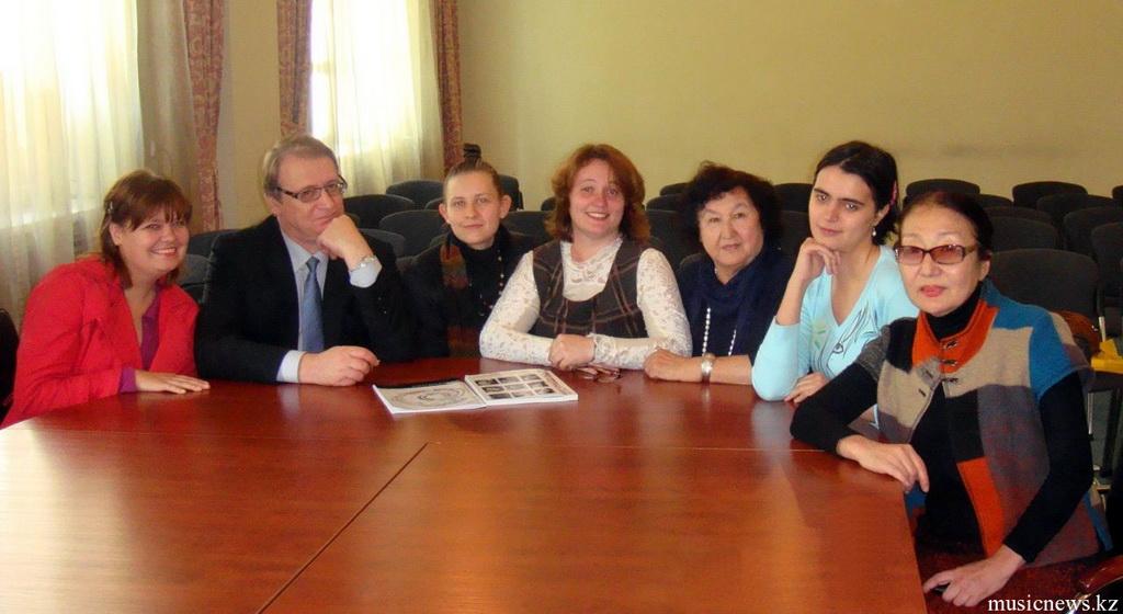 Виталий Шапилов с коллегами и студентами