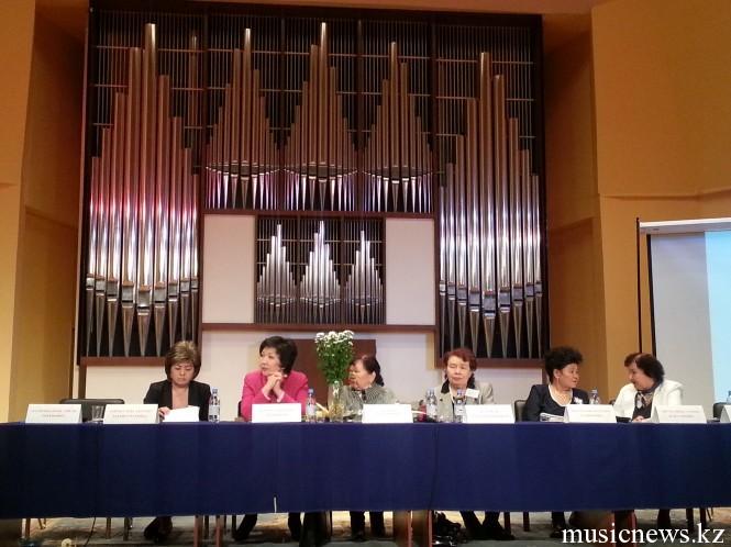 Президиум: Галия Бегембетова, Жания Аубакирова, Роза Джаманова, Сара Кузембай, Нургиян Кетегенова, Тамара Джумалиева