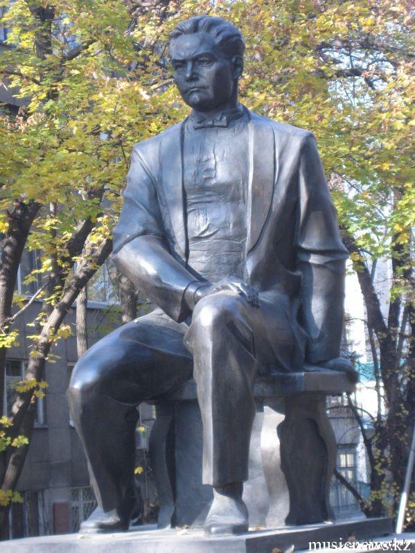 Мукан Тулебаев