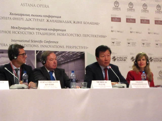 Төлеген Мұхамеджанов және конференцияның қонақтар
