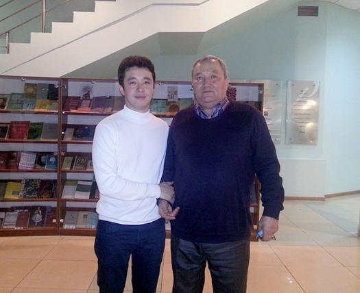 Композитор Ермек Умиров с дирижером Б.Батырханом