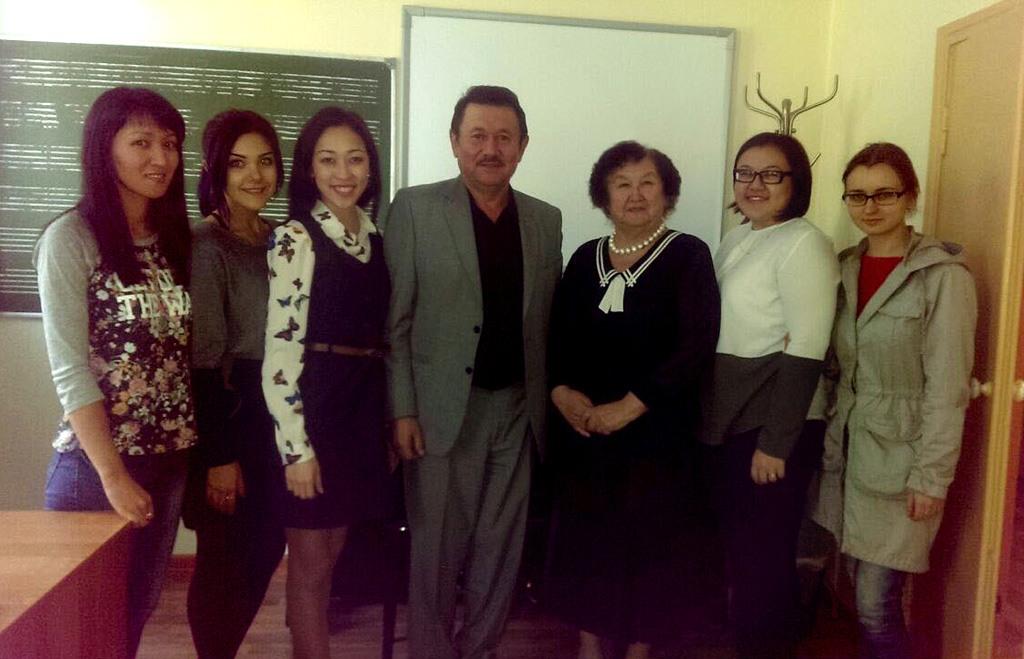 Бейбут Дальденбай и студенты