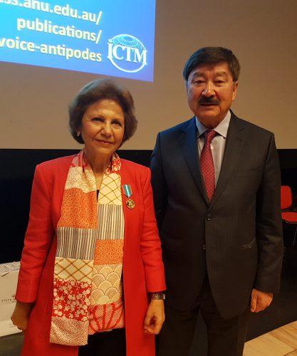 Д.Касеинов вручил памятную медаль С.Каштелу-Бранка