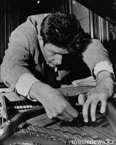 Кейдж и рояль