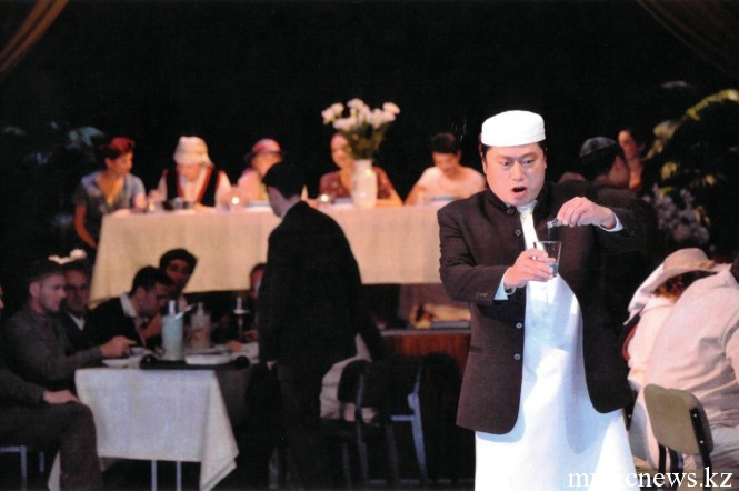Опера Абай. Азим наливает яд