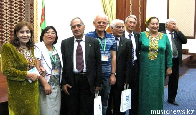 Поэты и писатели Туркменистана с гостями