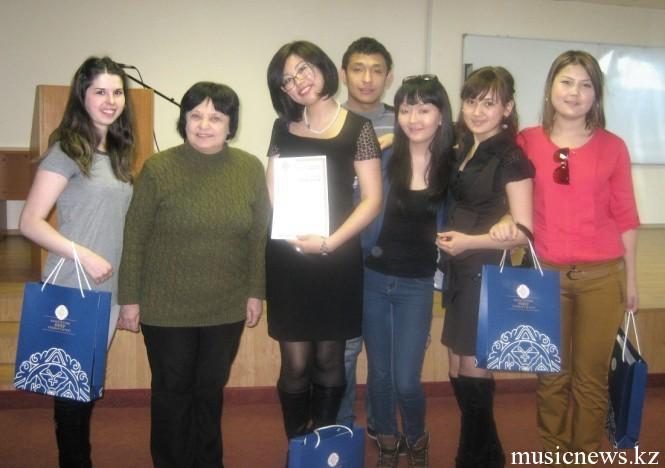 Участники олимпиады и член комиссии Бакаева Ирина Алексеевна
