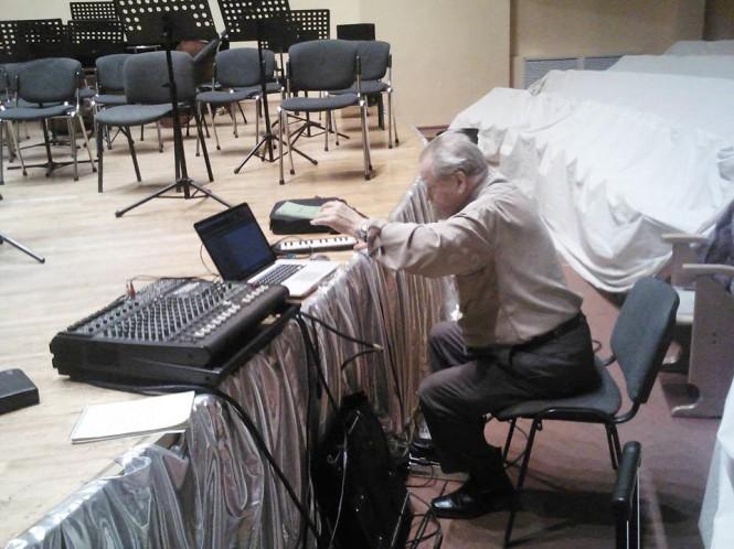 Маэстро за пультом виртуального оркестра