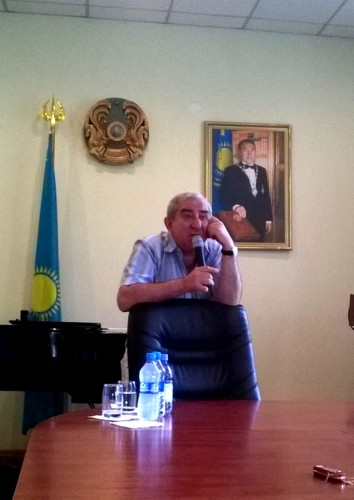 Михаил Казиник на лекции в консерватории