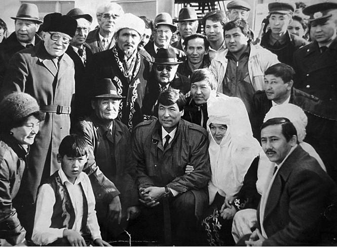 худрук Ардагер ажелер А.Буркеева на встрече с космонавтами Т.Мусабаевым и Т.Аубакировым