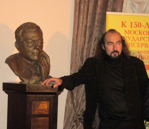 Ваге Согоян и бюст Д.Шостаковича