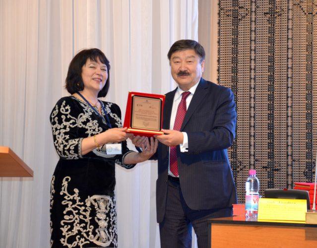 Дюсен Касеинов и Разия Султанова