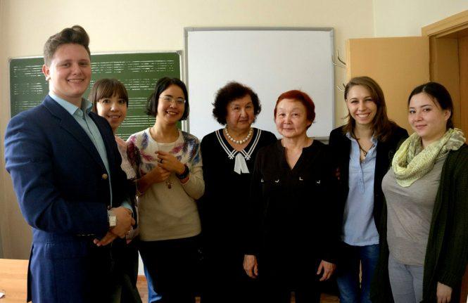 На встрече с музыковедом Т. М. Сапаргалиевой и скрипачкой М. Есетовой