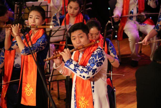 Солисты: Чен Дон, Фенг Фан