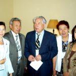 С. Кузембай с коллегами на встрече с Ч.Айтматовым