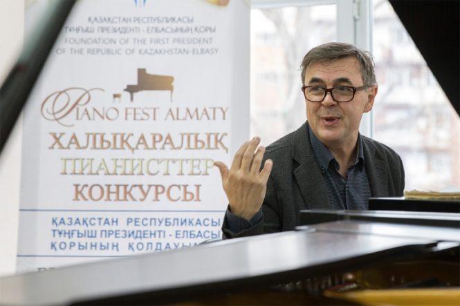 Олег Маршев